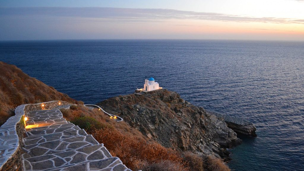 organized-sailing-yacht-trips-in-greece-sifnos-l