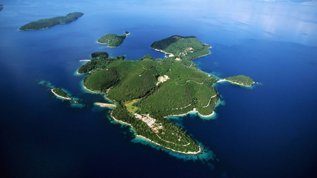 Skorpios-Greece-yacht-trips-l
