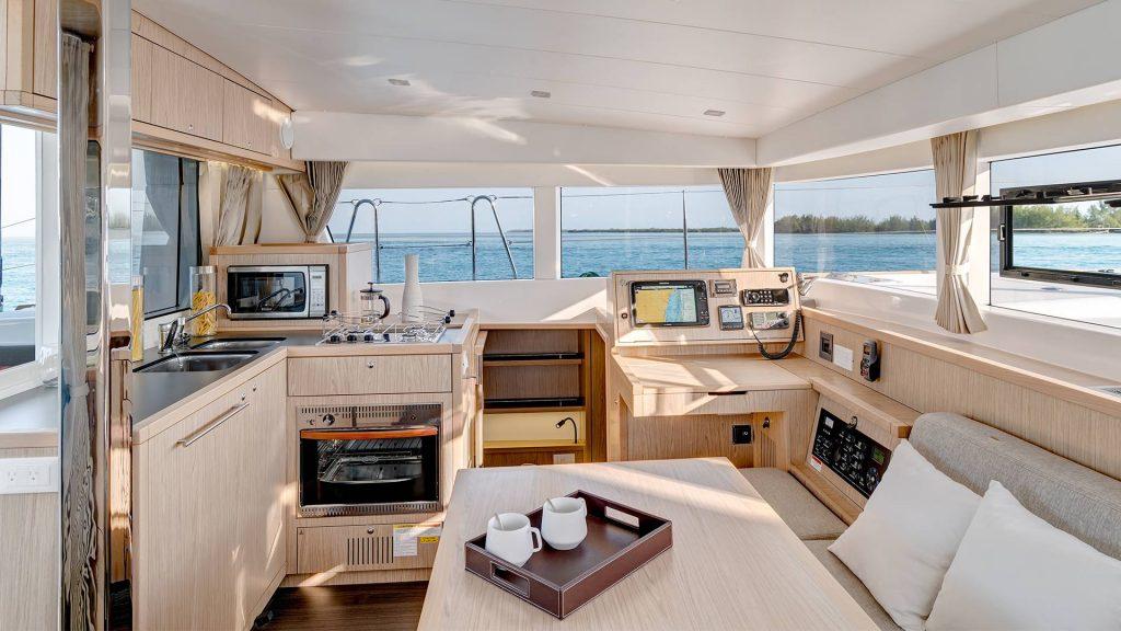 aa-charter-lagoon-39-2-l